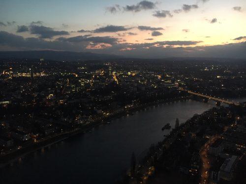 «Ein pharmazeutischer Höhenflug auf 178m – Unternehmensbesichtigung Hoffmann-La Roche»